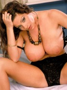 Preview Image #03 featuring Linsey Dawn McKenzie in Set #0024 from LinseysWorld.com