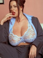 Preview Image #03 featuring Linsey Dawn McKenzie in Set #0030 from LinseysWorld.com