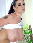 Preview Image #09 featuring Linsey Dawn McKenzie in Set #0033 from LinseysWorld.com