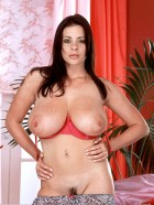 Preview Image #09 featuring Linsey Dawn McKenzie in Set #0040 from LinseysWorld.com